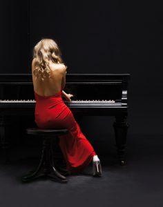 Jef Slijderink Piano's en Vleugels - Meisje in het rood