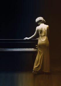 Jef Slijderink Piano's en Vleugels - Vrouw in het geel